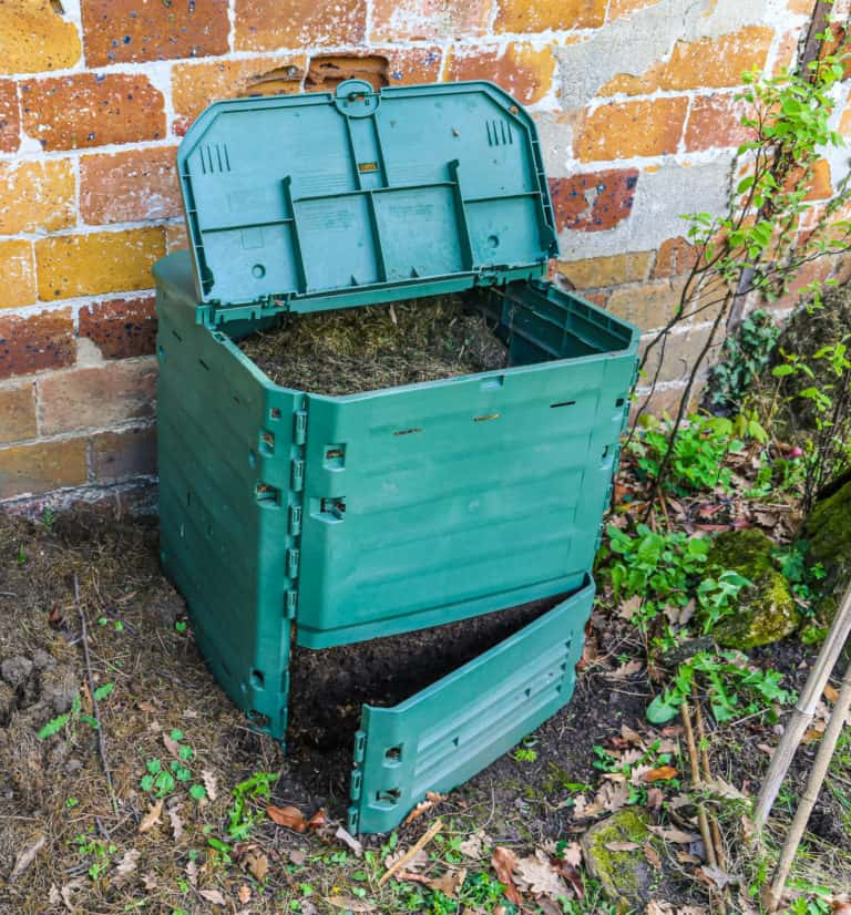 stationary closed compost bin
