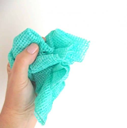 holding-a-cleaning-cloth_t20_VKN0X3